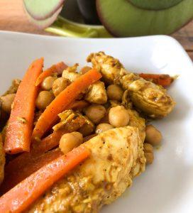 Wok poulet épicé, carottes, pois chiches et coco